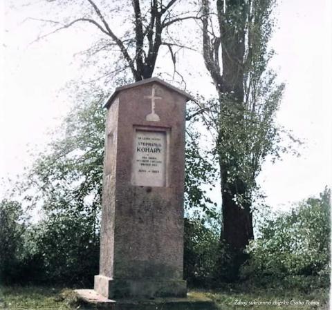 Nový pamätník bol postavený na mieste Koháryho smrteľného zásahu. Niekoľkokrát bol opravený. Fotografia pochádza z roku 1964.